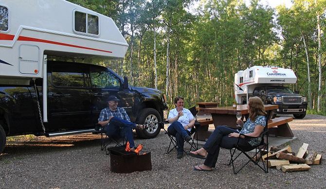 ca_canadream_tca_charlie_lake_provincial_park_british_columbia_campfire2