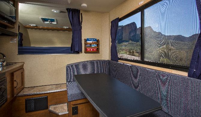 usca_cruiseamerica_t17_camper_interior