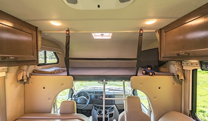 RoadBear C22-24Ft interieur