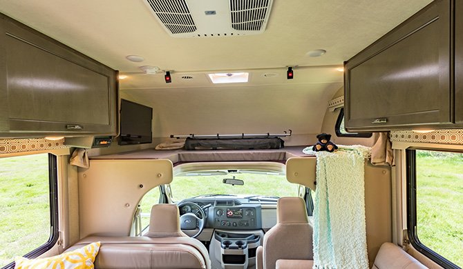 RoadBear C25-27Ft interieur
