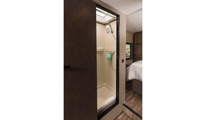 Badkamer van de Cruise America/Canada C30 Camper