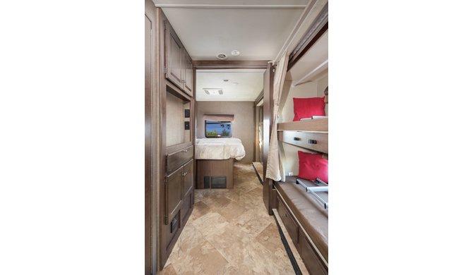 Het interieur van de Mighty MA33 camper