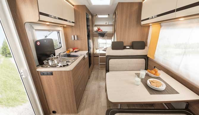 Interieur van de McRent Family Plus camper