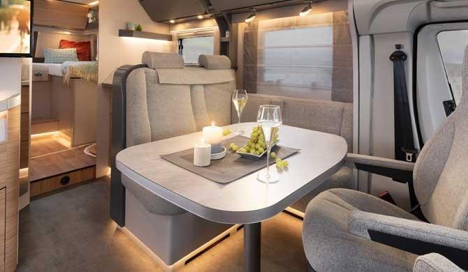 Het luxe interieur van de McRent Comfort Plus camper