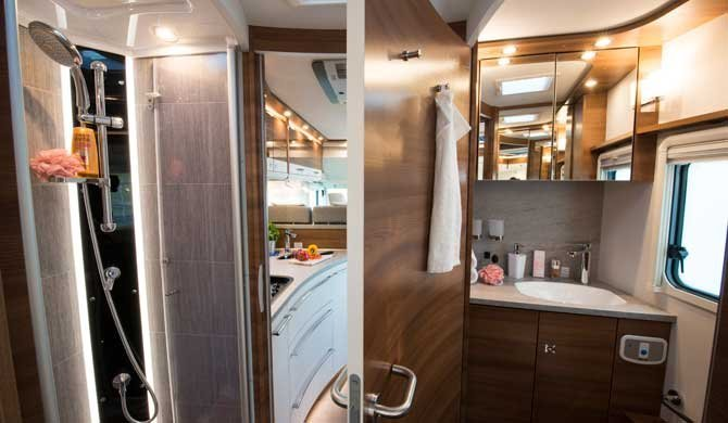 Badkamer van de McRent Premium Luxury camper