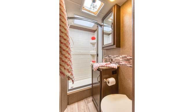 Badkamer in de Road Bear C22-24 camper