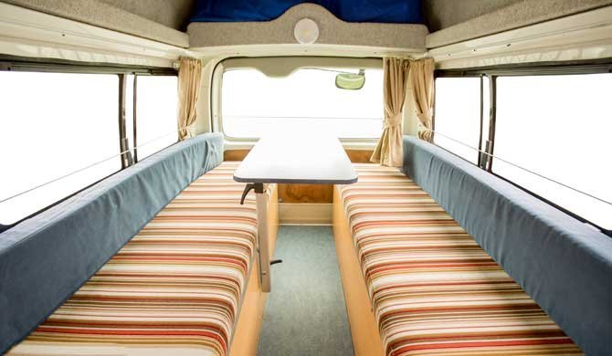 Zithoek in de Hippie Hitop camper