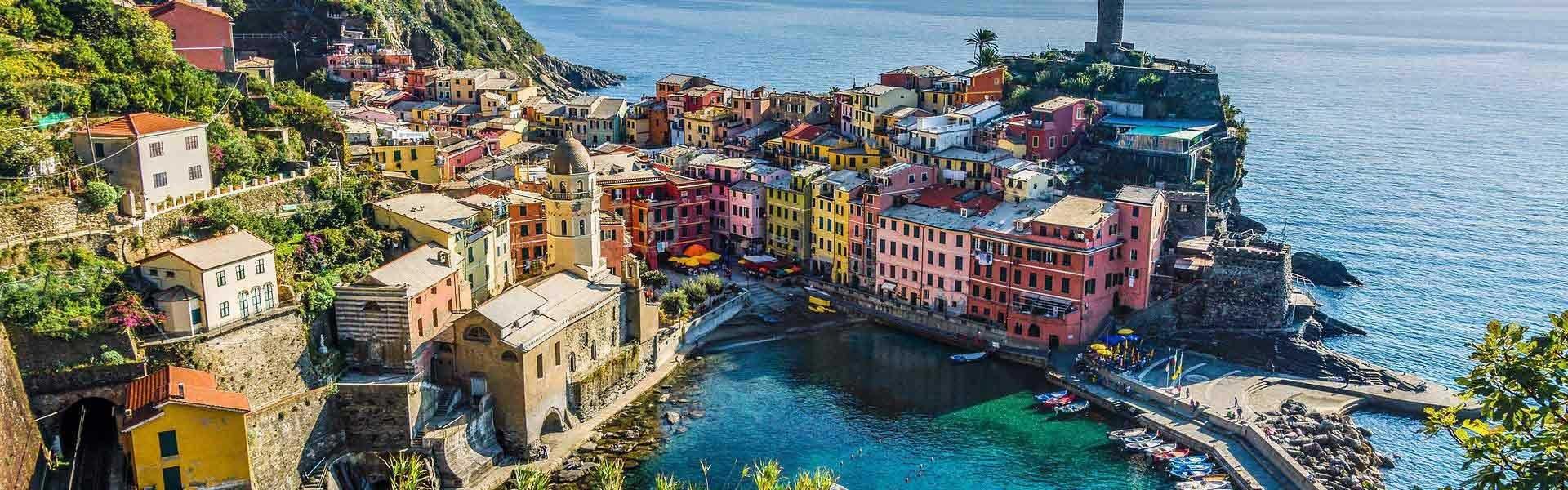 Bezoek het kleurrijke Cinque Terre tijdens een camperreis door Italië met Victoria CamperHolidays