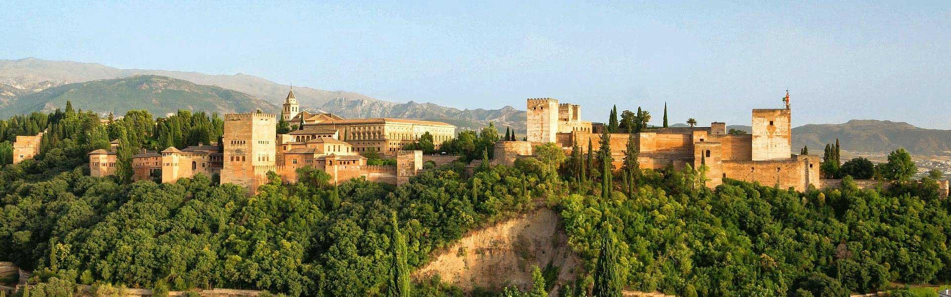 Bezoek het Alhambra in Granada tijdens een campervakantie door Andalusië in Spanje met Victoria CamperHolidays