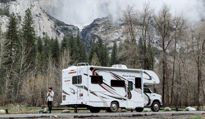 Huur de El Monte C25 camper en ga op reis door Amerika