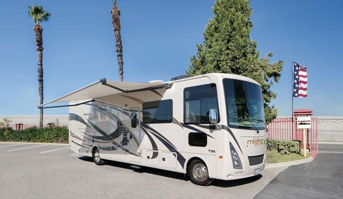 Huur de Mighty MA33 camper en ga op reis door Amerika