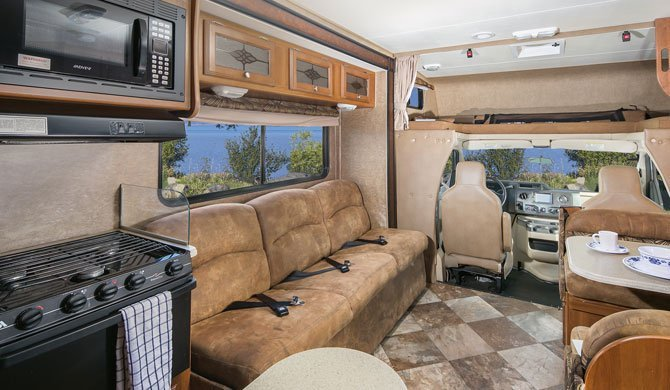 Het interieur van de ruime Mighty MS31 camper