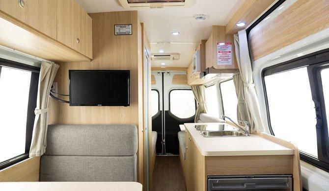 Het luxe interieur van de Aquila camper van Star RV