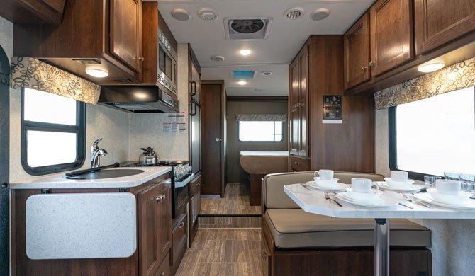 Het luxe interieur de CanaDream SVC camper