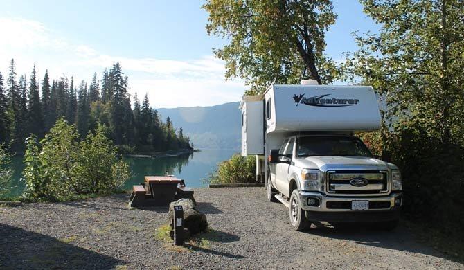 Ga op camperreis door Canada in de Fraserway Truck Camper Slide-out