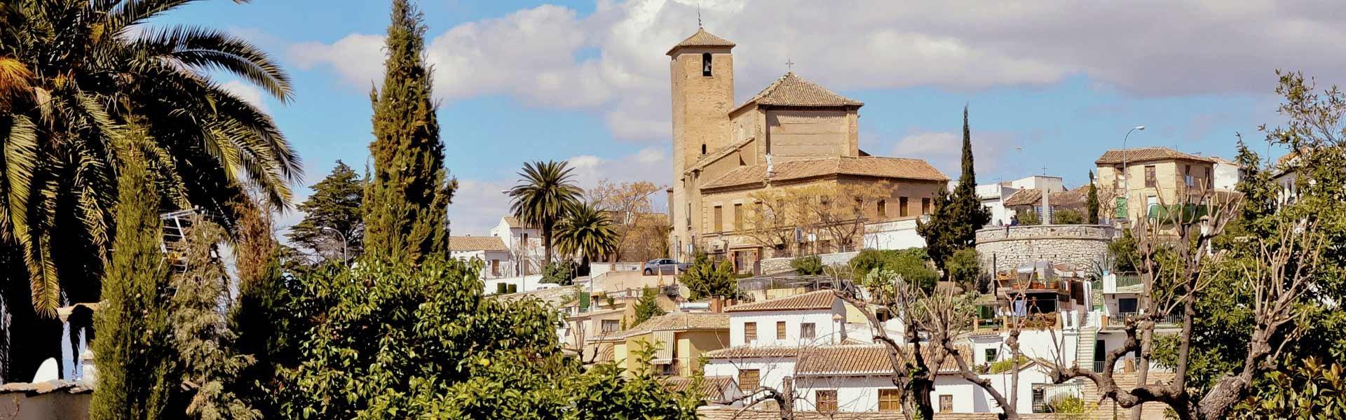 Bezoek het iglesia san cristobal in granada tijdens een camperreis door Spanje met Victoria CamperHolidays