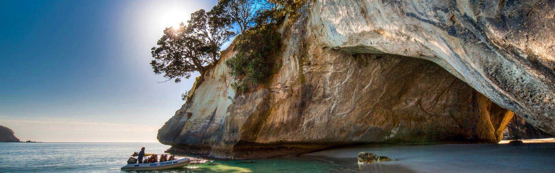 Bezoek de Cathedral Cove tijdens een campervakantie in Nieuw Zeeland met Victoria CamperHolidays