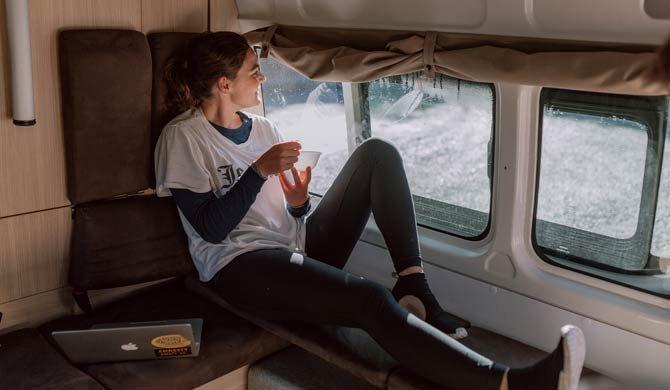 Het interieur van de Britz Voyager camper