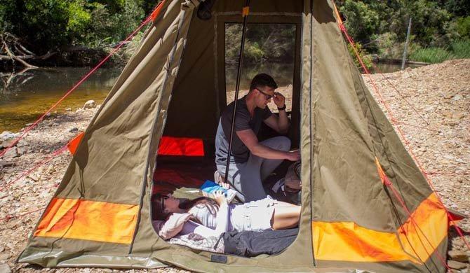 De tent van de Britz Outback camper