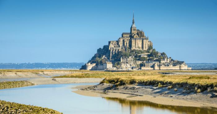 Bezoek het bekende eiland Mont Saint-Michel tijdens een camperreis door Frankrijk.