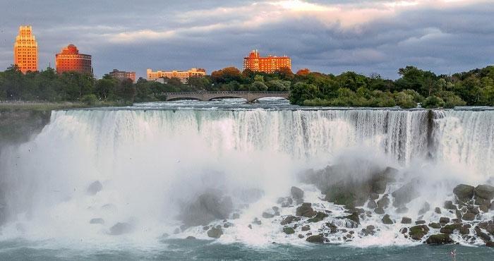 Bezoek de bekende Niagara Falls tijdens een camperreis door Canada met Victoria CamperHolidays