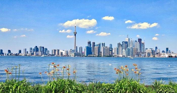 Bezoek Toronto tijdens een camperreis door Oost Canada met Victoria CamperHolidays