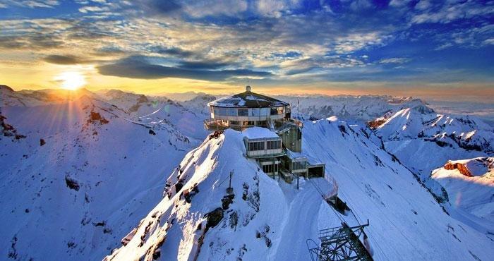 Bewonder de bergen van Zwitserland tijdens een campervakantie in Europa met Victoria CamperHolidays