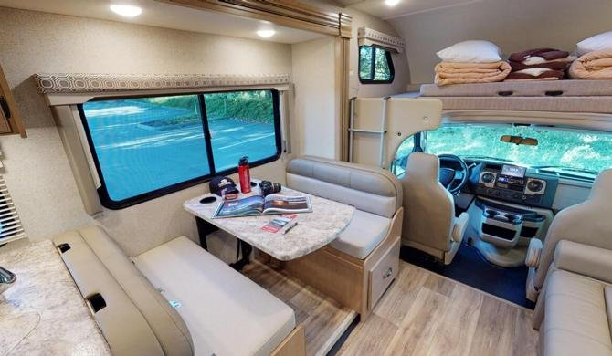 De ruime Four Seasons C-XLarge camper