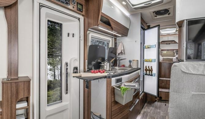 Het luxe interieur van de Rent Easy Exclusive First camper