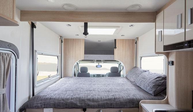Het bed in de Lets Go 2 Berth Voyager Deluxe camper