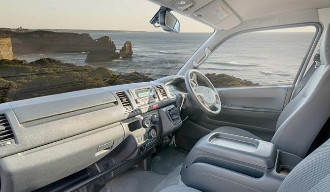 Geniet van de mooie uitzichten vanuit de bestuurderscabine van de HiTop