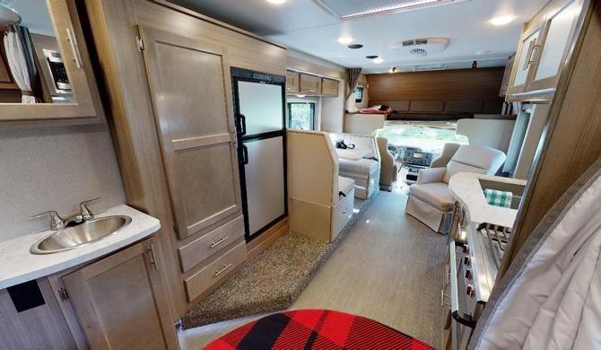 De ruime Fraserway C-Large camper is geschikt voor het hele gezin.